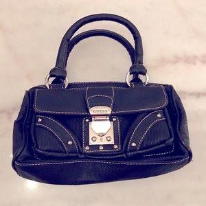 🥳FREE w $30+ Guess mini bag